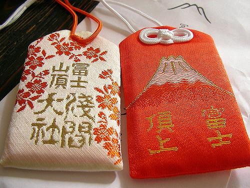 Omamori (お守り) Amuletos de la suerte en Japón